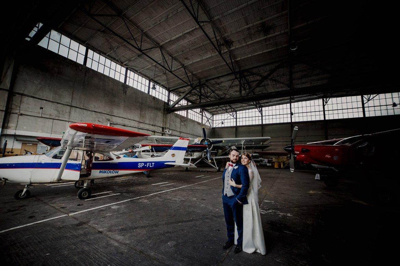 plener ślubny na lotnisku