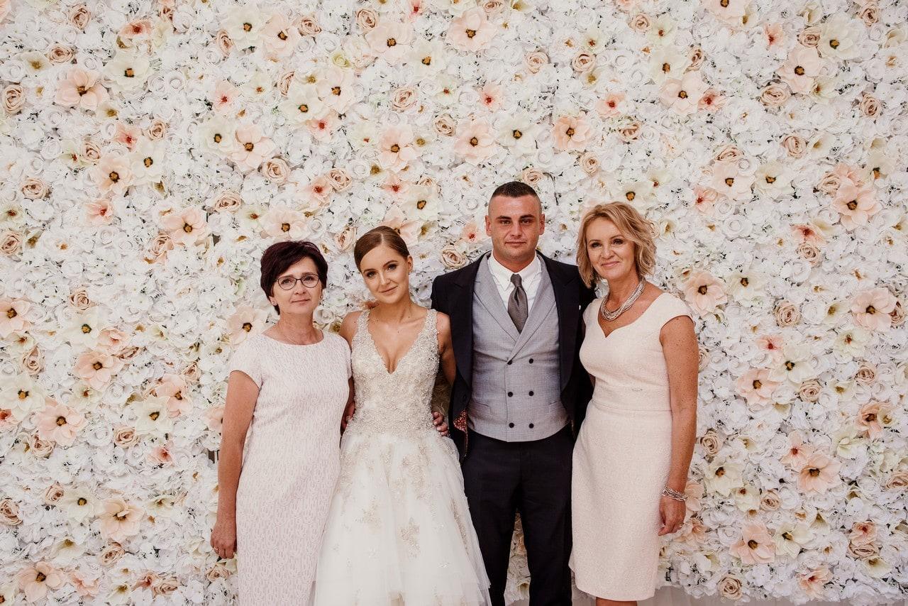 zdjecia-rodzinne-w-trakcie-wesela_001